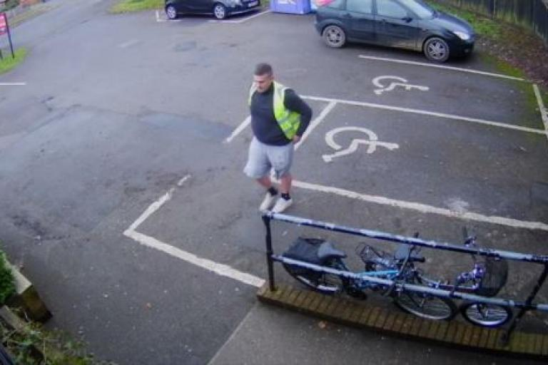Samuel Woolley entering a pub (picture via Hampshire Police)
