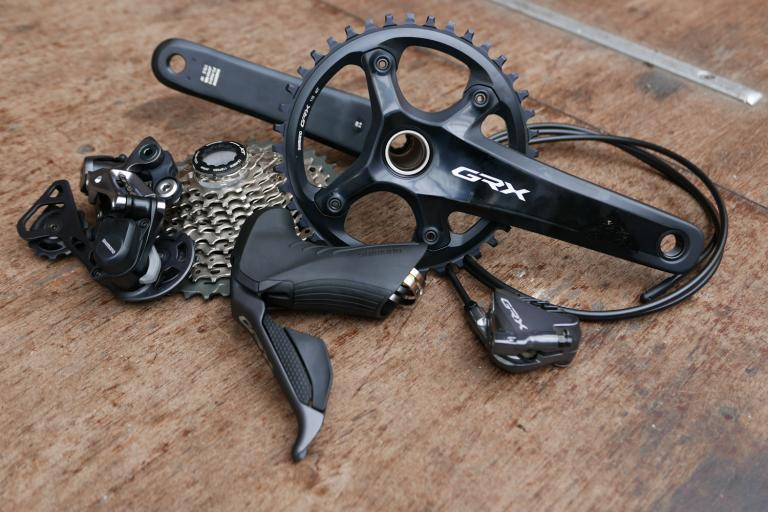 Shimano-GRX-Di2-RX800-gravel-groupset-100