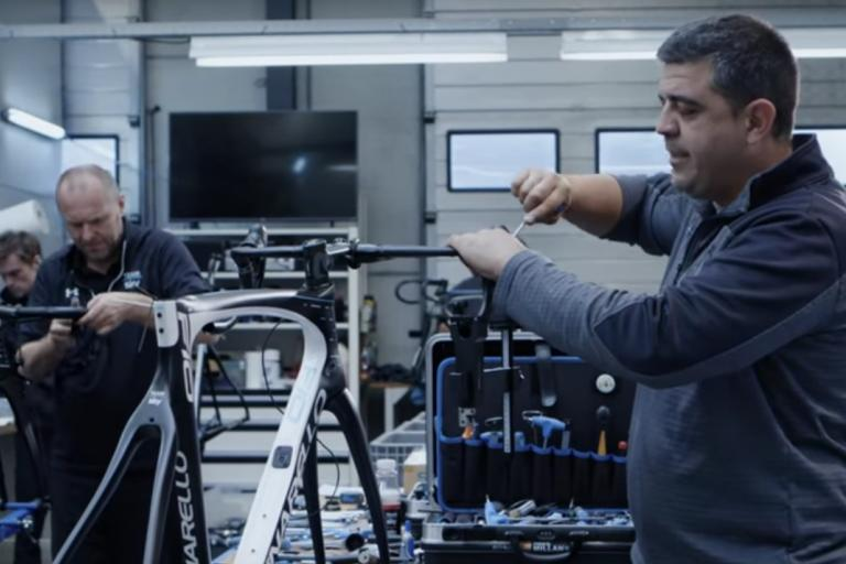 Team Sky bike build (YouTube).jpg