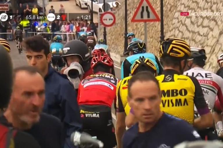 Vuelta S19 crash