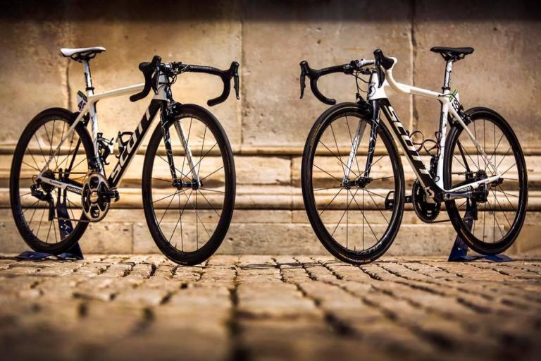 vuelta yates twins (8).jpg