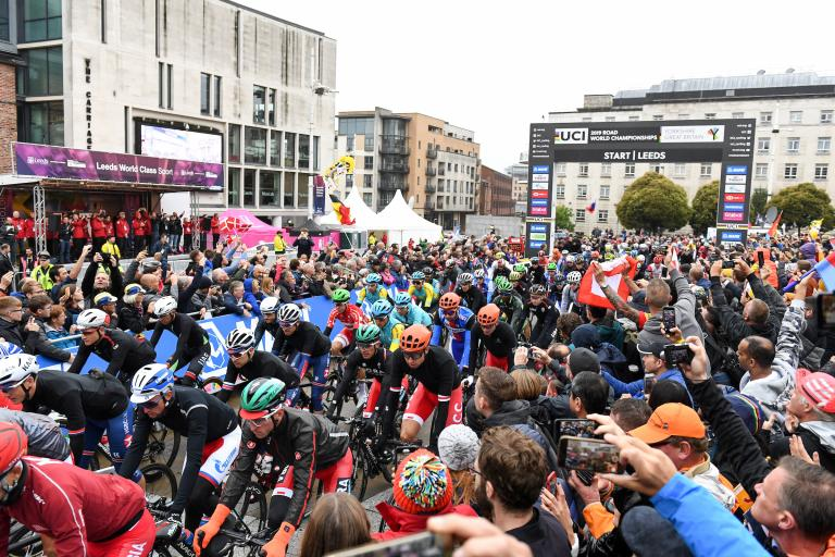 Yorkshire 2019 men's road race start (picture SWPix.com).JPG
