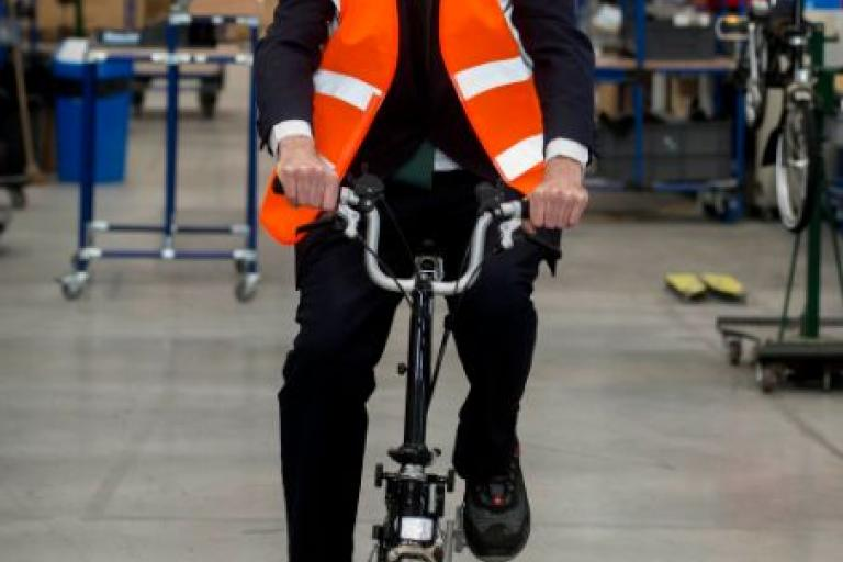Zac Goldsmith on a Brompton (source ZacGoldsmith on Twitter).jpg